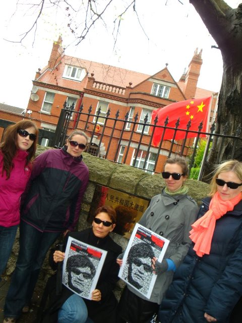 29.04.2012: Human rights activist Chen Guangcheng escapes house arrest in China