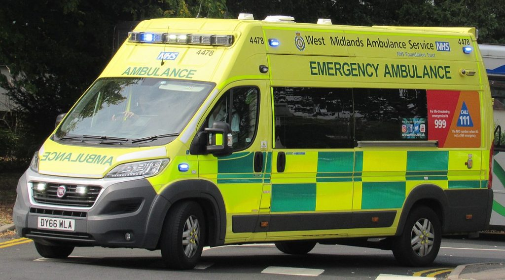 1200px-2016_Fiat_Ducato_42_Maxi_West_Midlands_Ambulance_Service_3.0