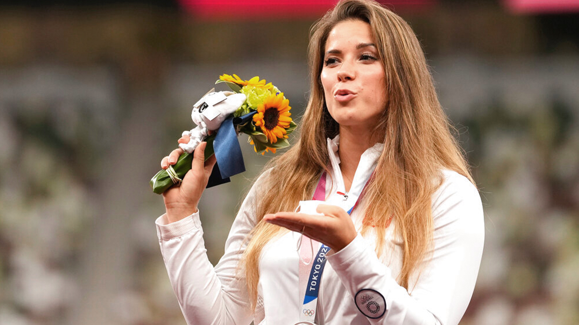27.08.2021 – Polish Olympian auctions silver medal to pay for infant's heart surgery